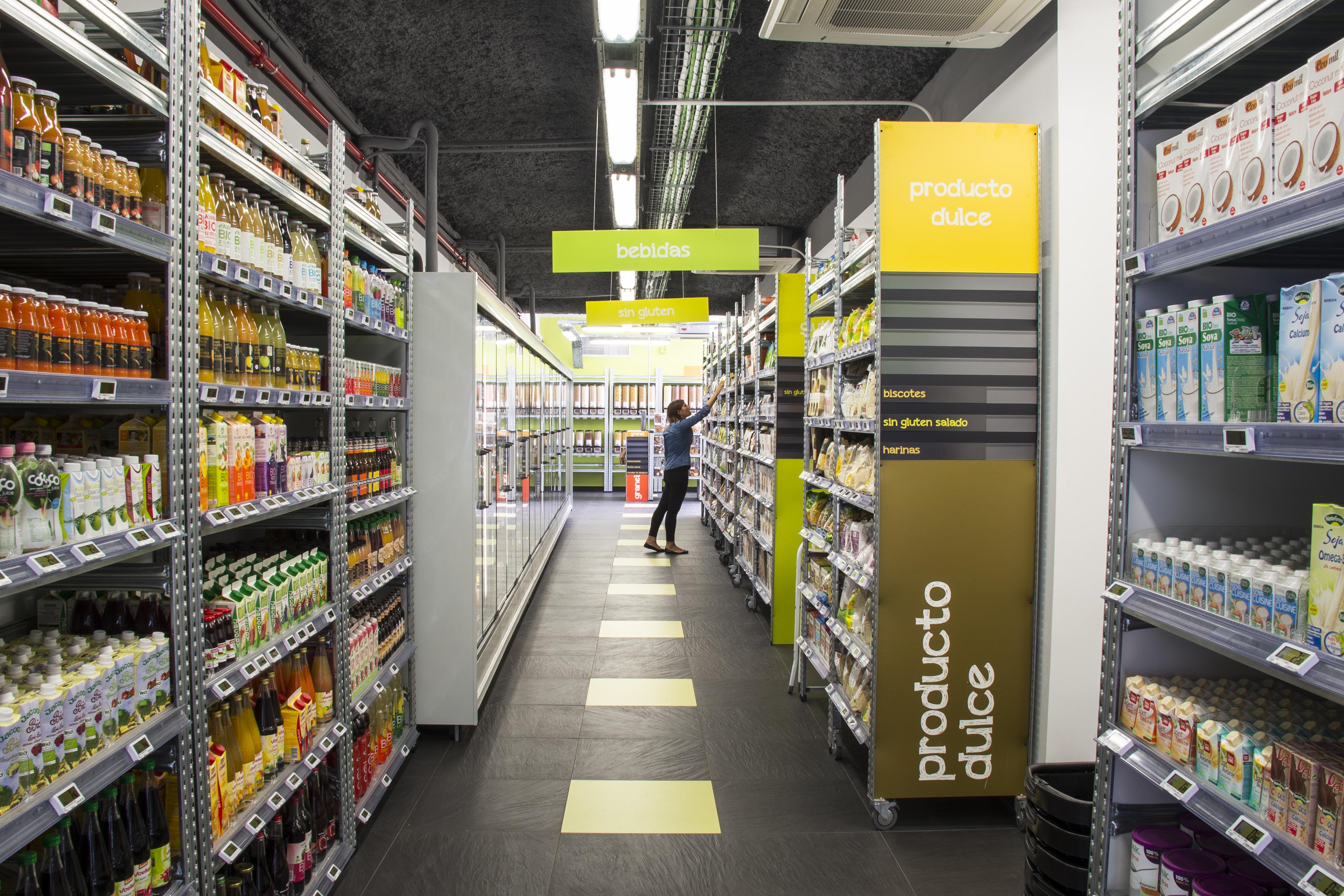 bio c bon la cadena de supermercados bio l der en francia abre su primer espacio en madrid. Black Bedroom Furniture Sets. Home Design Ideas