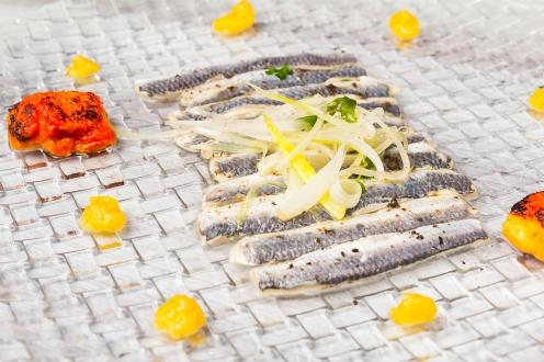 Sardinas marinadas con crema de piparras y torrija de tomate Mitte