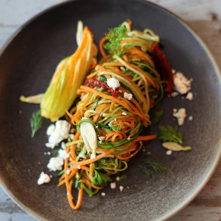 Spaghettis veganos de zanahoria y calabacín