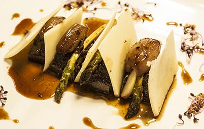 Canelon de rabo de toro con shichimi togarashi