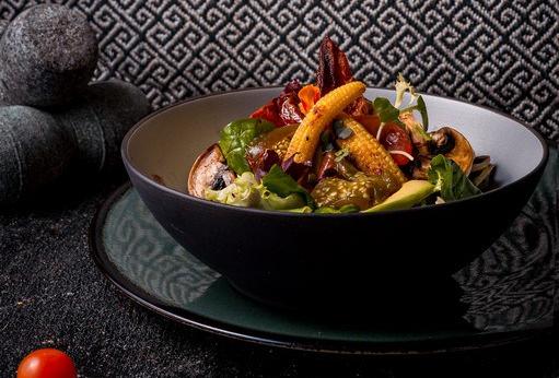 Ensalada de la huerta con aliño de chile (1) BAJA